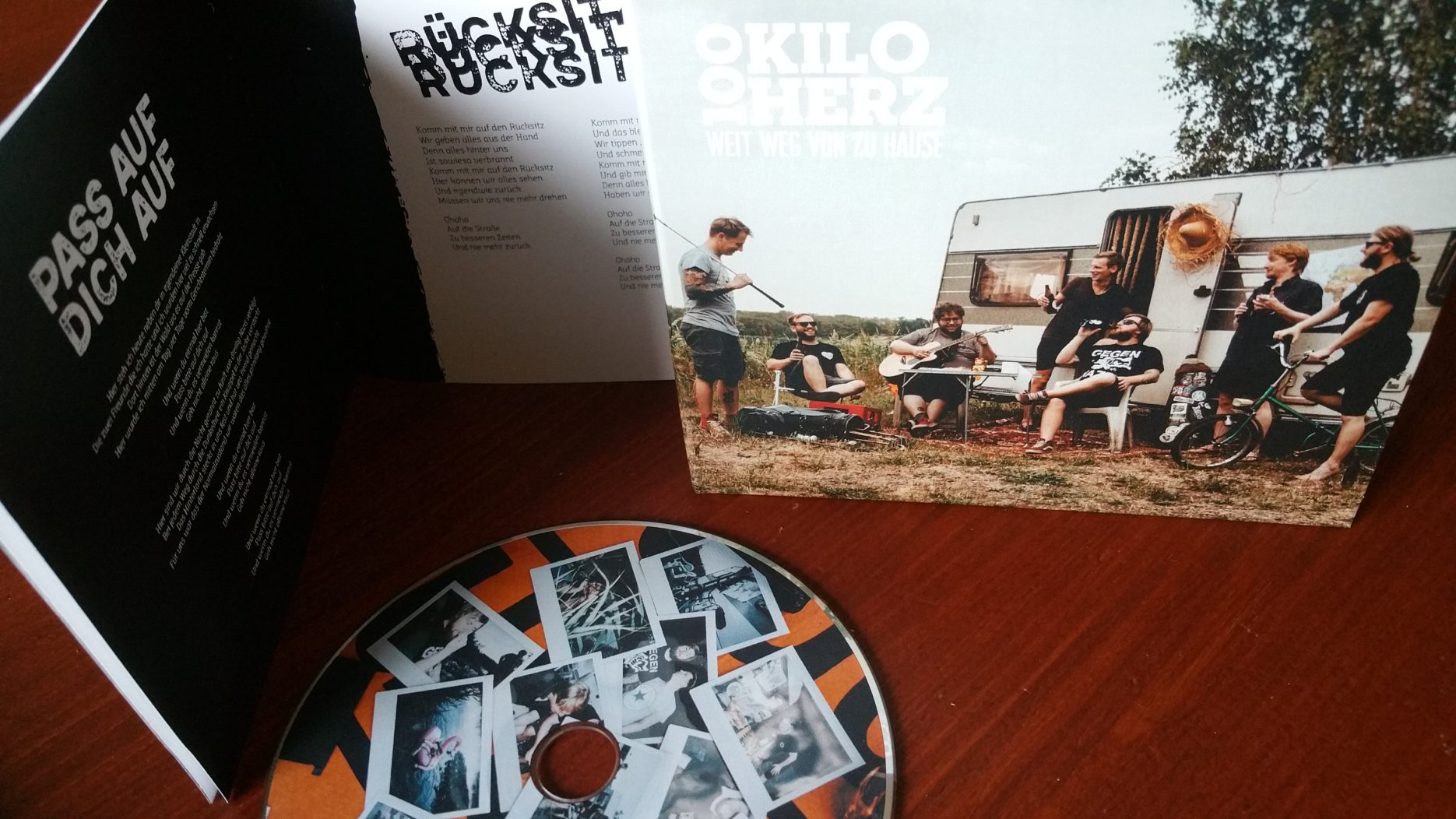 review: 100 KILO HERZ – weit weg von zuhause CD